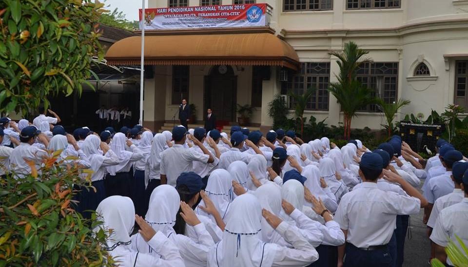 siswa-smp-upacara-hardiknas-2016
