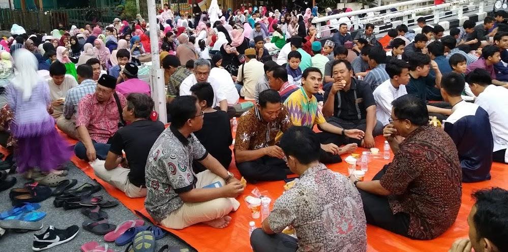 Sedikitnya 800 Masyarakat Indonesia Mengikuti Bukber di SIKL