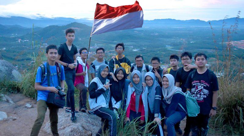 10-MIPA SIKL Peringati Hari Pahlawan di Bukit Broga – Semenyih